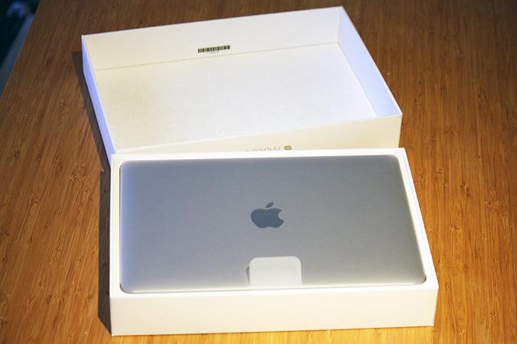 Apple製品は開ける瞬間ワクワクします